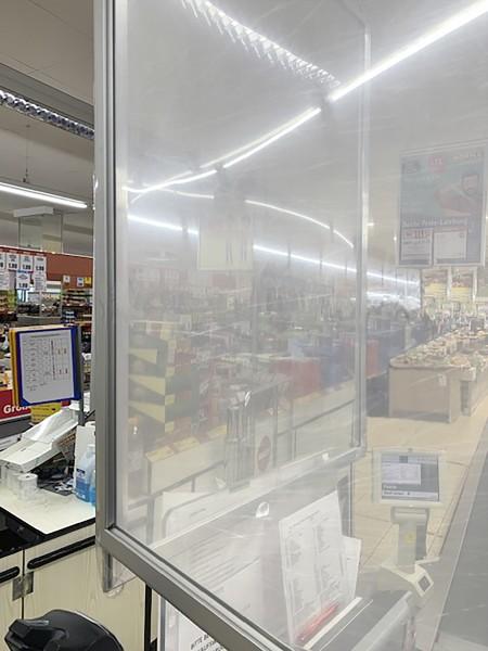 QUIXX_Acryl-Trennwand_Supermarkt